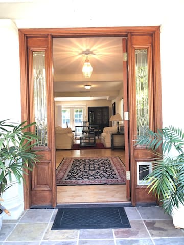 Ideal cost 3-bd 2.5 ba House close to UCB and SF.