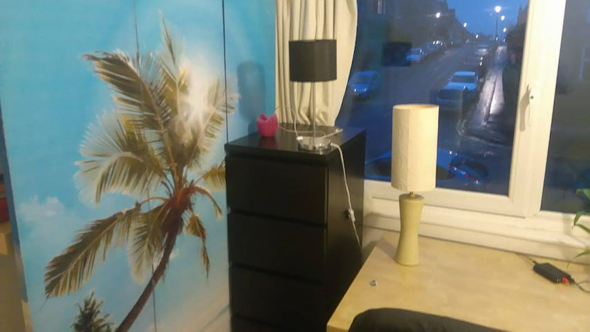 comfortable bed in a cosy room in a quiet area - Edimburgo - Apartamento