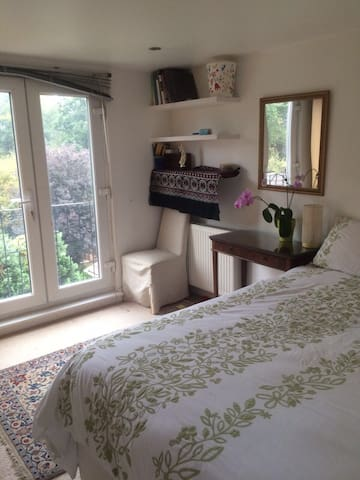 Laila's Room with one Double bed 50GBP