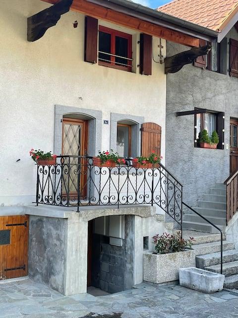 Maison de village entre lac et montagne