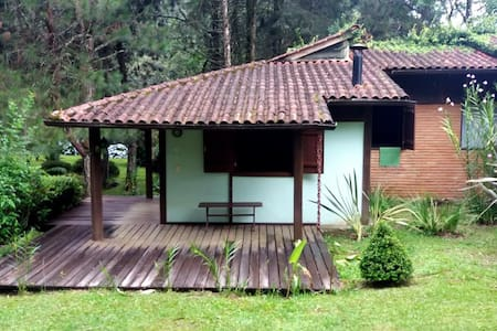 Chalé charmoso em linda área verde - Giramundo 1