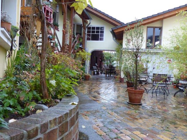 Wohnung in liebevoll gestalteter kleiner Hofanlage - Troisdorf - Apartment
