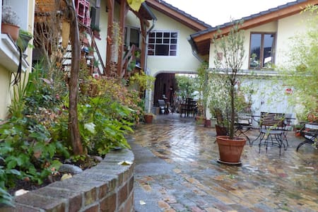 Wohnung in liebevoll gestalteter kleiner Hofanlage