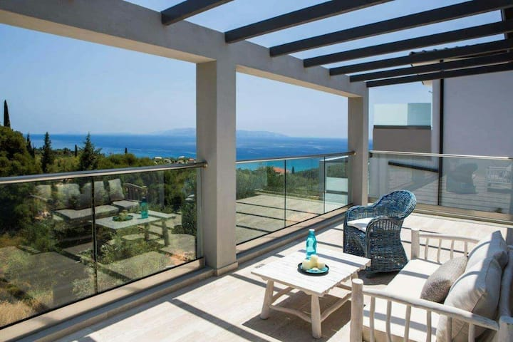 Villa - excellent view and pvt pool in Kefalonia