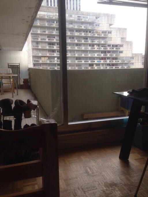 porta vetrata con accesso al terrazzo direttamente dalla stanza da letto