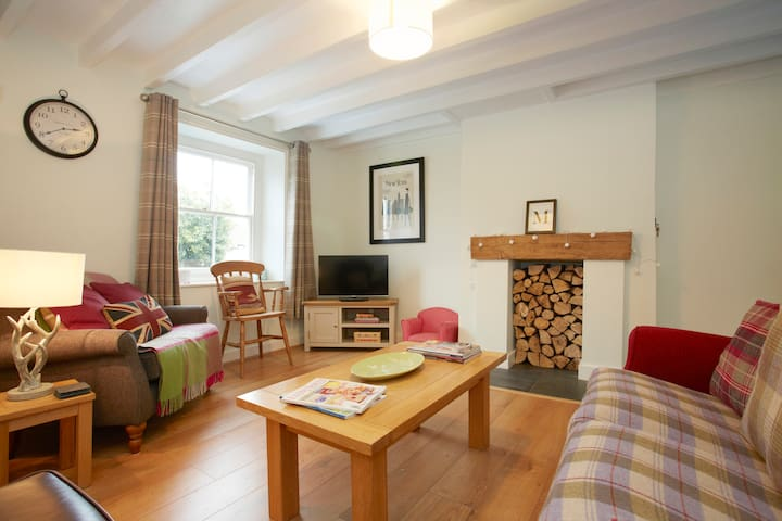 Beautiful Village Cottage - sleeps 6 - Ampleforth - Rumah