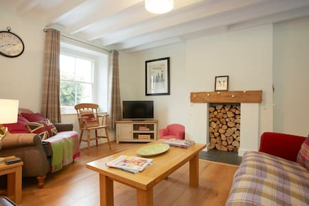 Beautiful Village Cottage - sleeps 6 - Ampleforth - Hus