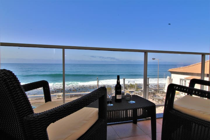 Charming Apartment on Beach 5 meters to the beach