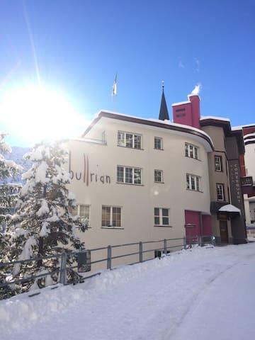 moderner Wohnraum in den Schweizer Bergen - Arosa - Service appartement