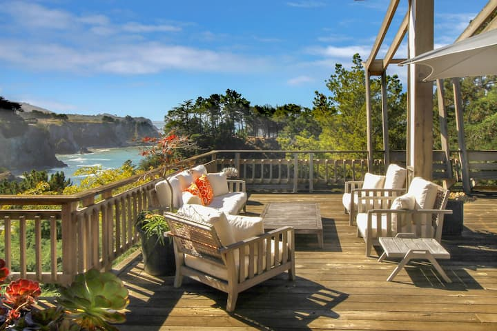Stylish oceanfront home w/ stunning bluff views, deck & veranda - near beaches!