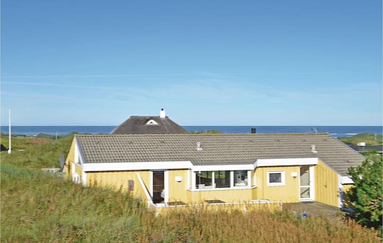 Holiday cottage with 4 bedrooms on 164 m²