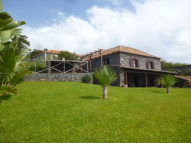 Villa Montemar - Peaceful spot away from the city - Ponta Do Pargo - 別荘