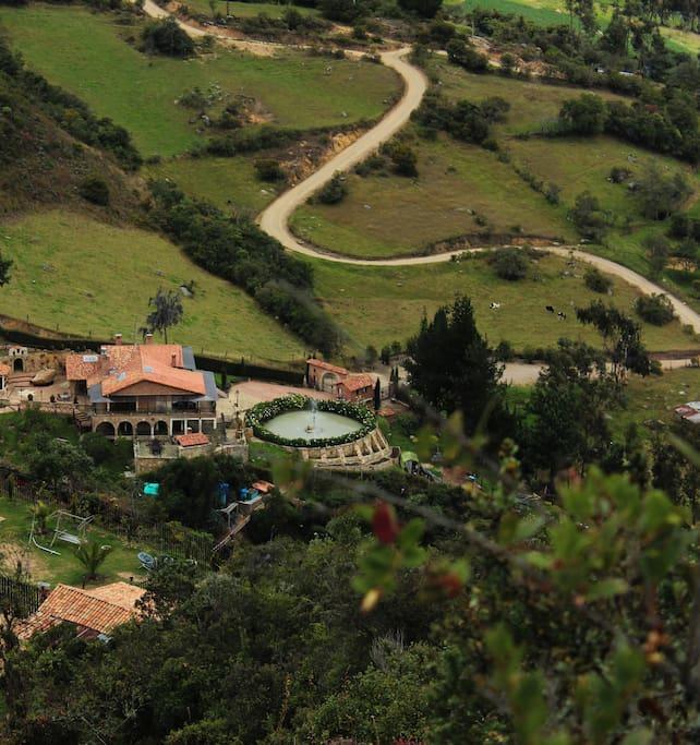 Vista lejana de la Villa Manantial de Sueños