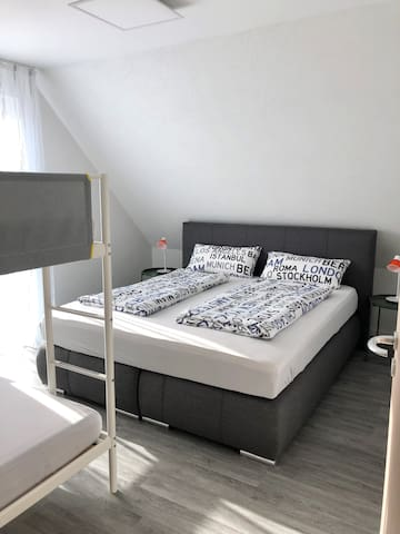 Schlafzimmer 4 Pers.