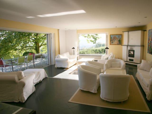 Großzügige Ferienvilla mit Seeblick und Parkanlage - Öhningen