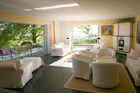 Großzügige Ferienvilla mit Seeblick und Parkanlage - Öhningen - Rumah