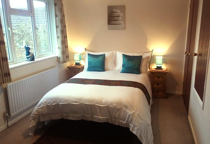 Corner Mews House Sleeps 2. Private Parking. WIFI