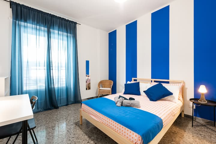 SC3/R2 - Bright room with a private balcony