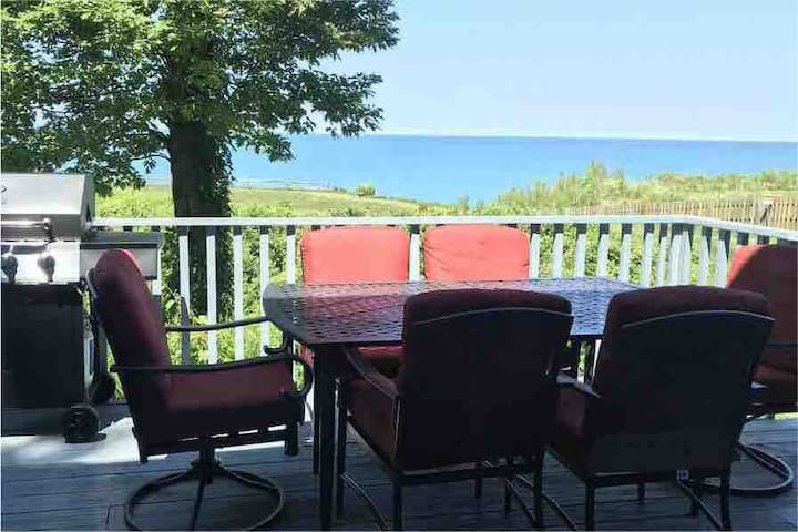 The Bluff Condo; lake view, beach access, and pool