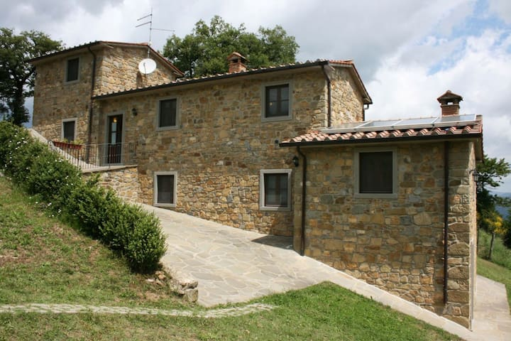 Agriturismo Il Basso, sleeps 8 guests - Talla