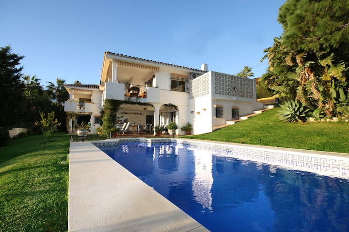Adorable Villa in Elviria with Swimming Pool