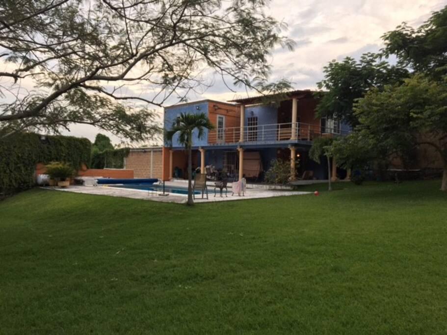 Casa con alberca climatizada y cancha de tenis villas for Villas jazmin 2 yautepec