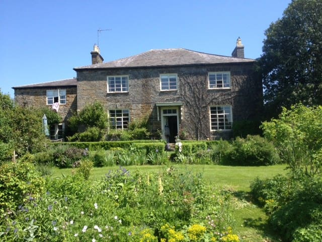 Trafford House Farm , old farm house - Chipping Warden