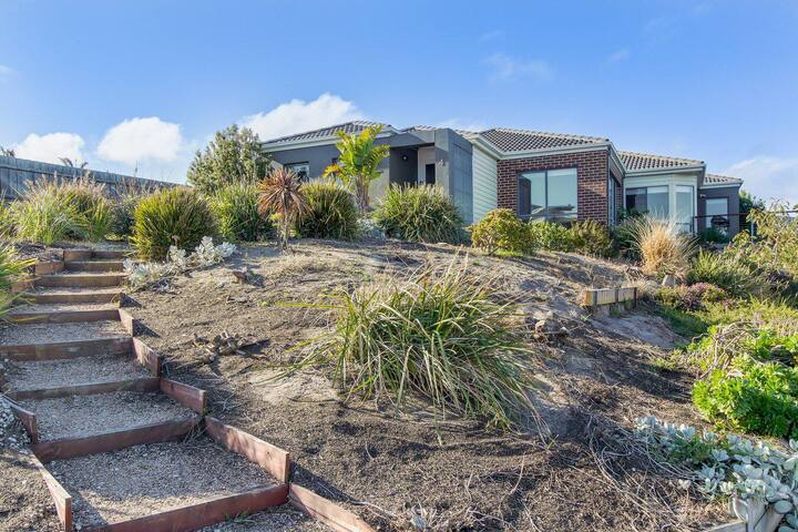 The Bach - 4 Bedroom Holiday House in Lakes Entrance