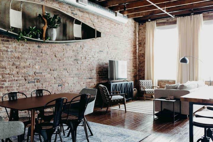Caney Suite *April Special* City Loft in Sparta TN