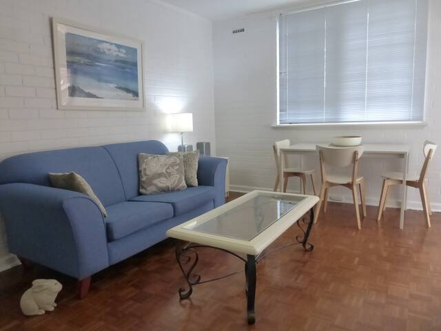 CLAREMONT  NEDLANDS  2 brm apartment K5