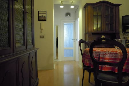CENTRALISSIMO, ACCOGLIENTE E CONFORTEVOLE - Terni - Appartement