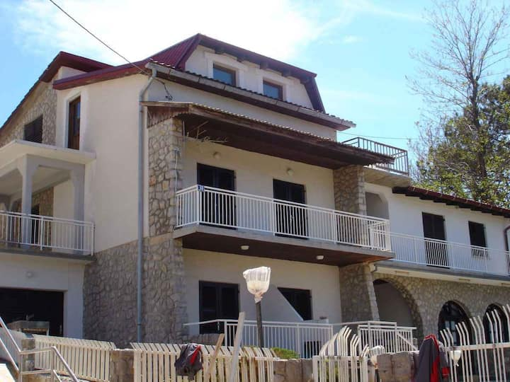 Apartment for 2 persons with WLAN in Šilo R13553