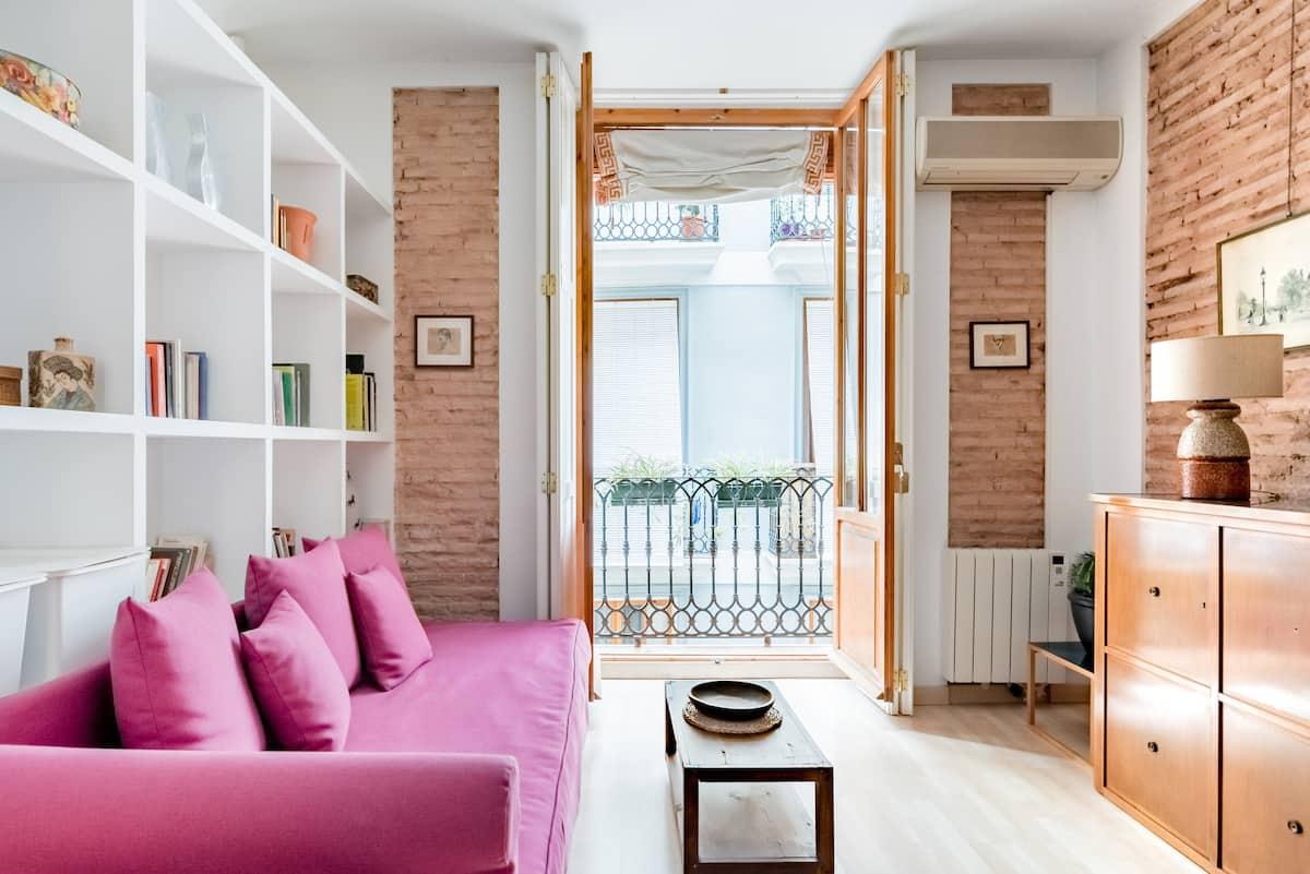 Relax into Loft Living at a Mid-Century Urban Retreat