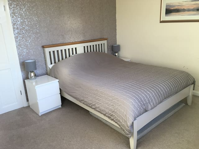 Spacious double room in laid back family home.