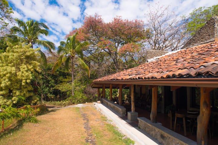 Casa de Piedra Santa Ana (Media Casa Este)