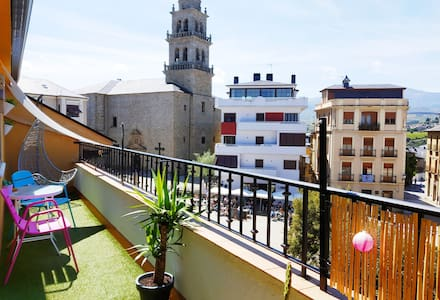 Historic centre flat with balcony on the Camino