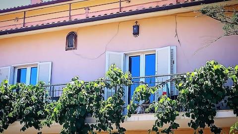 Villa Rosa , Panoramica con Giardino e posto auto privato
