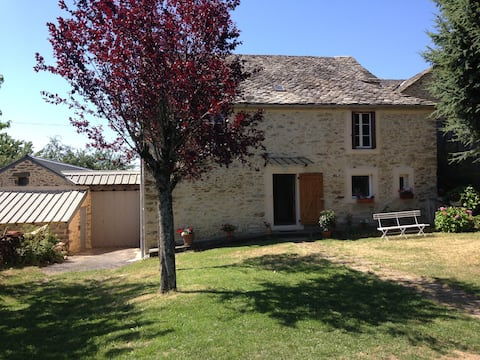 Camjac Rouergue countryside home