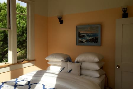 Artist's Apartment with Beautiful Views - Point Reyes Station