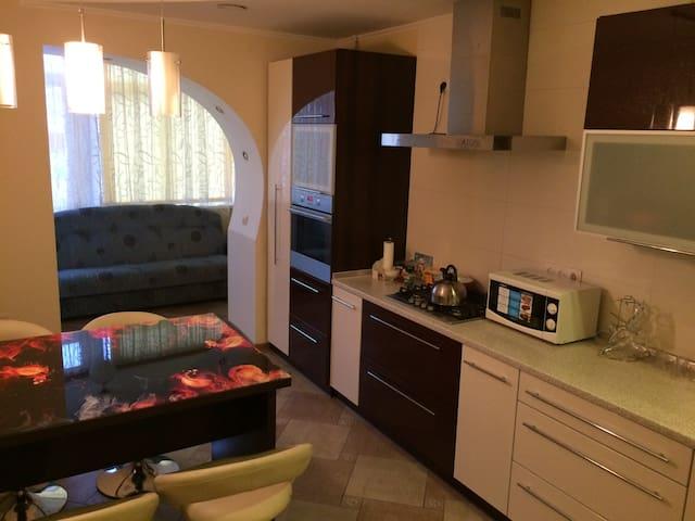 2-комнатная квартира в центре (новый дом)