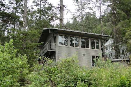 Tree Fort- Unique home in the woods - Ocean Shores