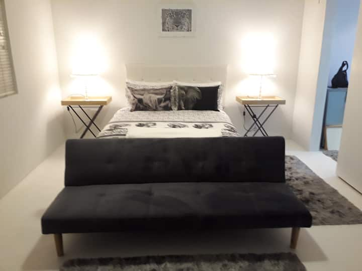 LaCoCaMa Airbnb - Tranquil & Cosy Apartment