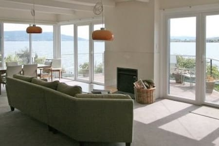 Pier House - Panoramic Beach Views - Opossum Bay