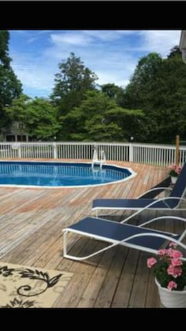 Private room in luxury home with pool - Stamford - House