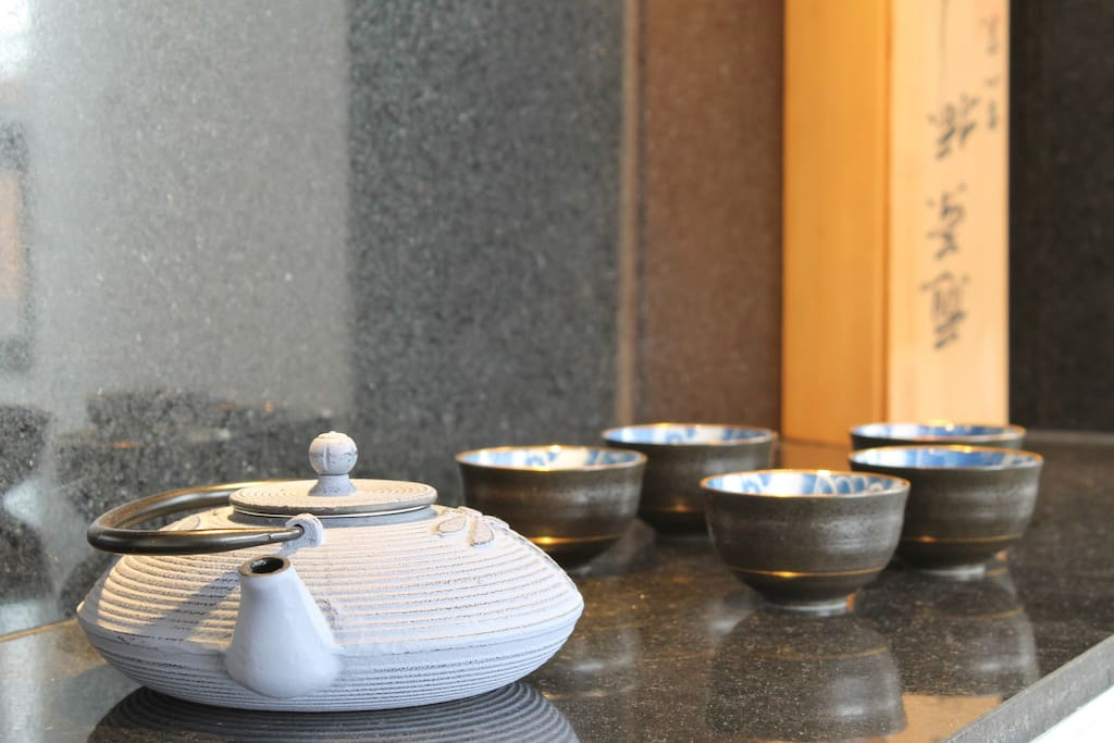 Check out our collection of Japanese tea sets!