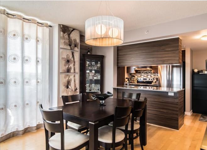 Large Modern 2 bedroom Condo. - Montreal - Departamento