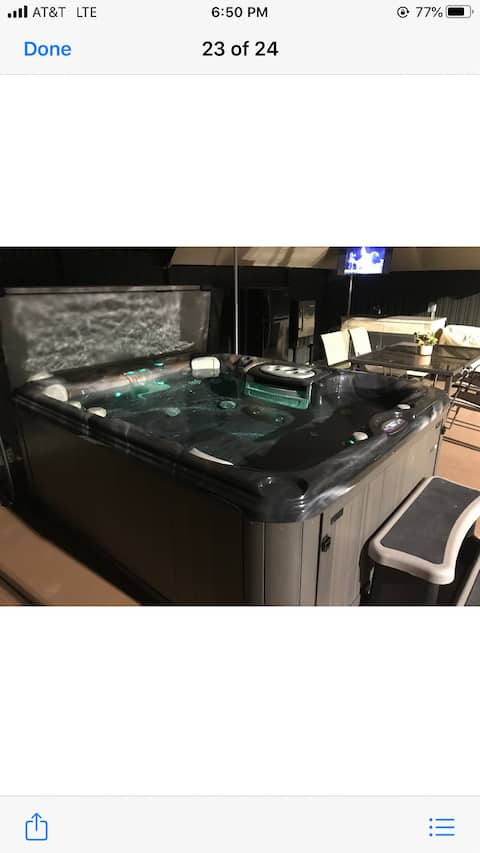 Lovely RV with Jacuzzi