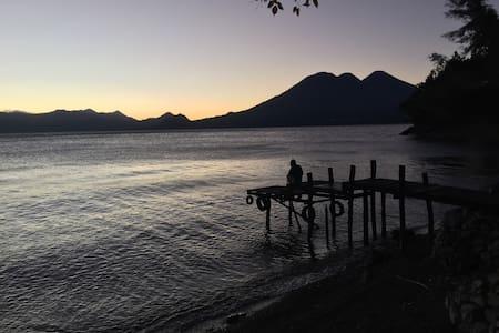 Private Lake Villa Bed & Breakfast - Tzununa