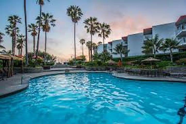Waves crashing from your balcony- Redondo Beach - Redondo Beach - Apto. en complejo residencial