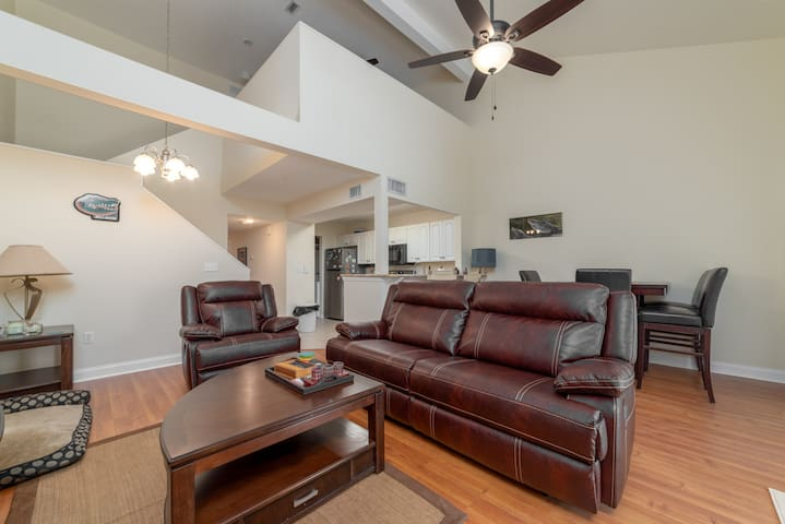 Luxury condo in the heart of Gainesville